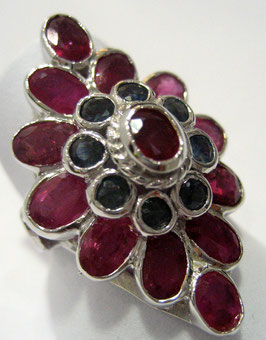 Ring with rubies and blue sapphires