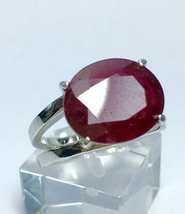 Ring with ruby, 6,8 ct. from mozambique