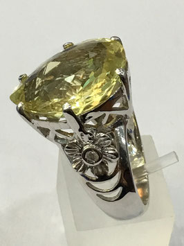 Ring with lemon quartz 17,1 ct. and 2 cz-diamonds