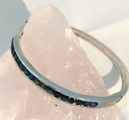 Bracelet with 20 blue sapphires, 2,93 ct.