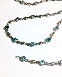 Necklace with 32 zircons
