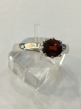 Ring with garnet, 1,79 ct.