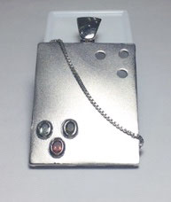 One of a kind handmade pendant with sapphires, 0,52 ct.