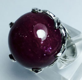 Ring with ruby cabochon, 18,39 ct.