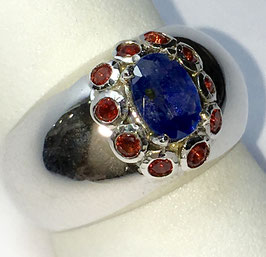 Ring with 1 blue sapphire, 0,66 ct.  and 10 red fancy-sapphire, 0,53 ct.