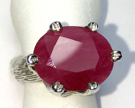 Ring with ruby 12,12 ct.