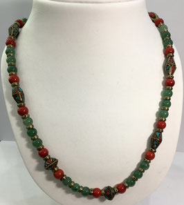 Necklace with aventurine and coral beads