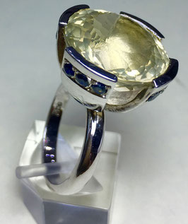 CUSTOM MADE ring with beautiful lemon quartz and sapphires