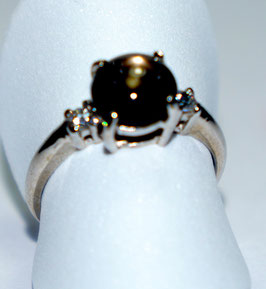 Ring with star sapphire