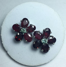 Studs with ruby, 5,85 ct. and sapphire 0,32 ct.