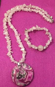 Set rose quartz chips necklace with agate pendant and bracelet