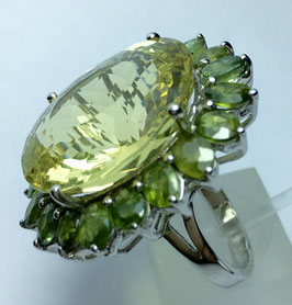 Ring with lemon quartz 28,25 ct. and 19 green sapphires 8,01 ct.