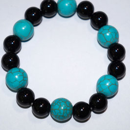 Handmade bracelet with onyx and howlite beads