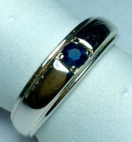 Ring with blue sapphire, 0,18 ct.