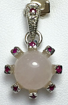 Pendant with rose quartz, 4,02 ct. and ruby, 0,235 ct.