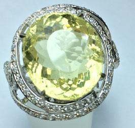 Ring with lemon quartz, 20,12 ct. and 67 cz-diamonds