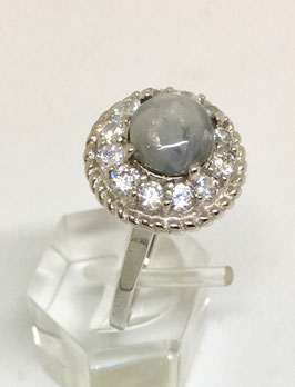 Ring with sapphire cabochon, 2,97 ct.
