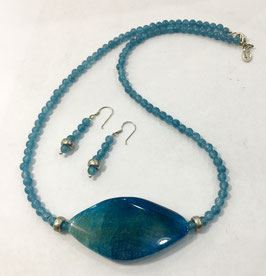 Set necklace and earrings with quartz beads and agate pendant