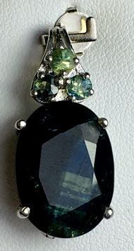 Pendant with sapphires, 12,87ct.