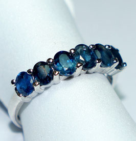 Ring   6 Sapphires