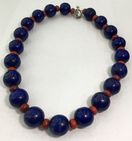 Necklace with howlite beads
