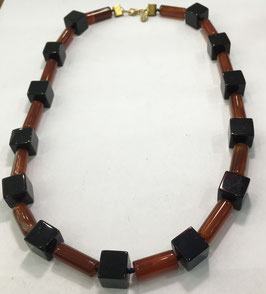 Necklace agate cubes and glass cylinders