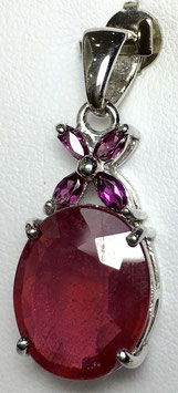 Pendant with ruby, 7,87 ct. and rhodolite, 0,33 ct.