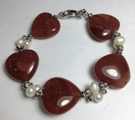 Handmade bracelet with carnelian and japanese pearls