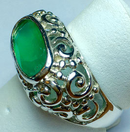Ring woith chalcedony
