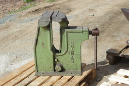 # 2957 - giant collector vise in very good working original condition  , about 363 lbs