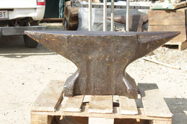 # 3117 - french historical anvil with weighed 634 lbs , marked with 288 kg , nice in shape  , Forged , proper working condition , good for heavy duty work