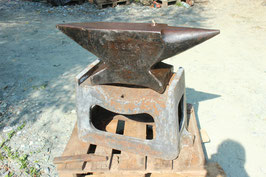 # 3597 - french anvil dated 1909 with original cast iron stand