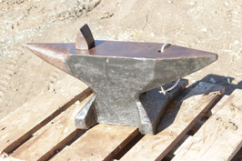 # 3081 - Sichelschmidt Schlasse WW2 anvil with 78 kg marked = 172 lbs , dated 1941