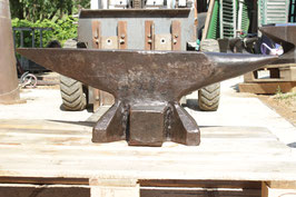 # 3219 - vintage forged Ernst Refflinghaus anvil - marked 177 kg = 389 lbs , minor spot damage . Else perfect condition and shape