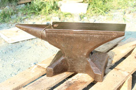 # 3595 - SS - WW1 , Sichelschmidt Schlasse anvil , dated 1930 with 64 kg marked 141 lbs , nearly perfect original condition