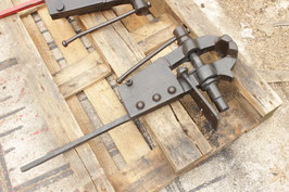 # 3173 - solid forged german vise with 57 lbs weighed