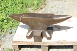 # 3307 - WW2 anvil , very nice forged south german pattern with 83 kg marked = 183 lbs , dated 1943