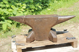 # 3300 - WW2 anvil - F.W. KRÄGELOH SCHALKSMÜHLE ( foundedn 1817 ) , anvil dated 1942 marked with makers stamp and the weight of 189 kg = 416 lbs  HAND FORGED