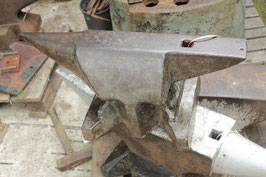# 3254 - antique forged Söding Halbach anvil with 110,5 kg marked = 243 lbs , dated 1905 , all in good original condition , bavarian pattern