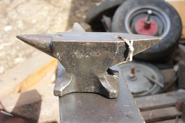 # 3151 - vintage drop forged table anvil - probably a PFP Peddinghaus - top quality , 13kg / 29 lbs