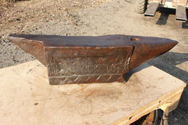 # 3409 - MUSEUM PIECE : antique spanish anvil with ornamental historical decorations and dated 1816 !! 205,5 lsb weighed