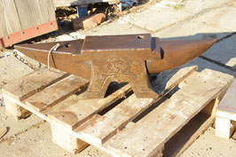 # 3118 - historical AUBRY FRENCH pig style anvil , dated 1901 , marked 89 kg = 196 lbs