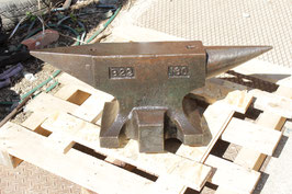 # 2893 - Kohlswa anvil , B22 pattern , with 160 kg = 352 lbs , incl. 6 hardys . Ver nice original condition , just surface stains !