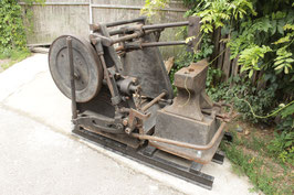 # 3245 - complete Hammer machine with real FISCHER ANVIL with stand , Maker Baker Burton