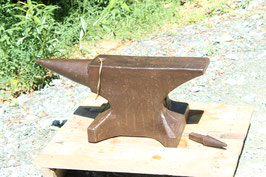 # 3579 - BARGAIN : vintage forged german single horn anvil with 349,5 lbs weighed , good condition for work , incl. 1 cone hardy