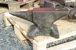 # 3319 - beautiful historical Sichelschmidt Schlasse anvil dated 1930 with 31kg marked = 68 lbs in perfect original condition