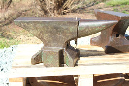 # 3488 - historical Söding Halbach anvil , dated 1912 with marked 65 kg = 143 lbs in very good original condition , old remains of paint
