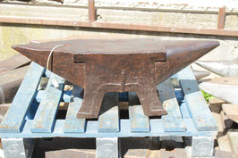 # 2768 - beautiful antique french anvil , dated 1857 with 99 kg marked = 218 lbs , museum / collectors quality