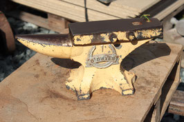 # 2396 - AUSTRALIAN O´Dwyer horseshoe makers anvil with 20 kg / 44 lbs  ,  4140 steel , OLD ORIGINAL PAINT