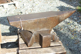 # 2658 - supersize vintage forged german anvil , 943 lbs weighed , very nice in shape , just minor burner marks , no further damage . original condition
